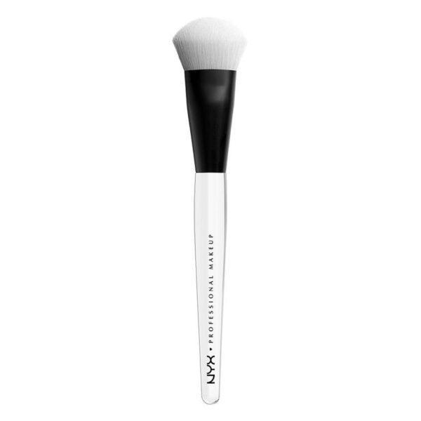NYX Professional Makeup Профессиональная кисть для нанесения хайлайтера HIGH GLASS ILLUMIN POWDER BRUSH HGB 110